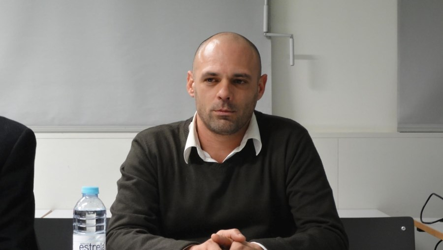 Carlos Sousa tem 45 anos