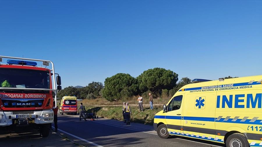 Motociclista foi transportado pelos bombeiros para o Hospital de S. Bernardo