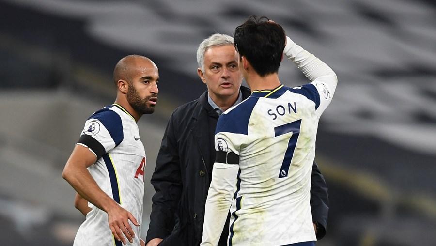 José Mourinho fala com Son
