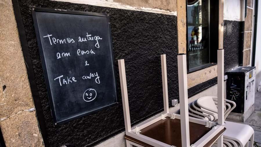 Restaurantes podem fazer entregas em take-away durante estado de emergência