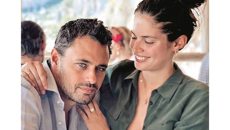 Sara Sampaio com o namorado Oliver Ripley