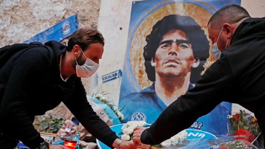 Fãs despedem-se de Maradona