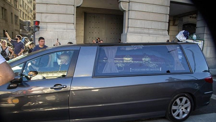 Maradona enterrado em Buenos Aires em cerimónia privada