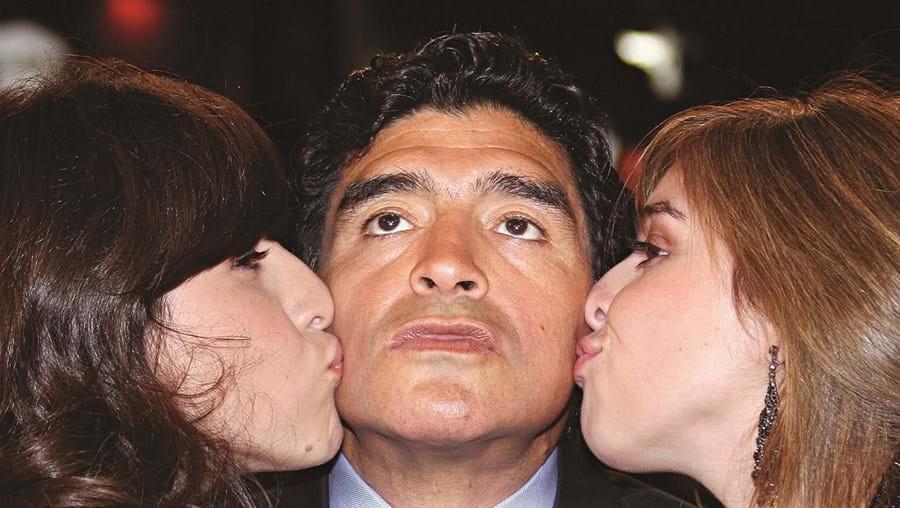 Diego Maradona com as filhas