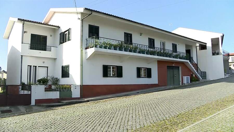 Sobrinha foi atacada junto ao portão da casa, na Várzea, concelho de Barcelos, por três homens encapuzados
