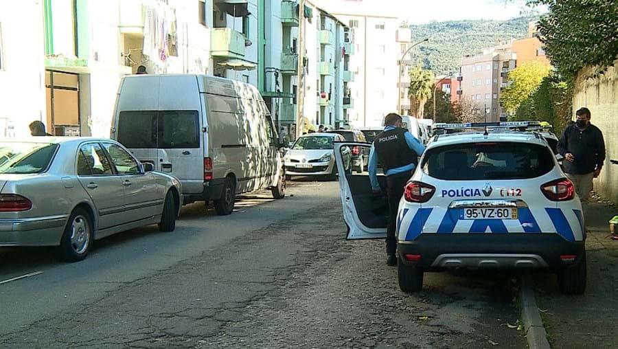 PSP esteve no bairro social de Santa Tecla, em Braga, mas a investigação foi depois entregue à Polícia Judiciária