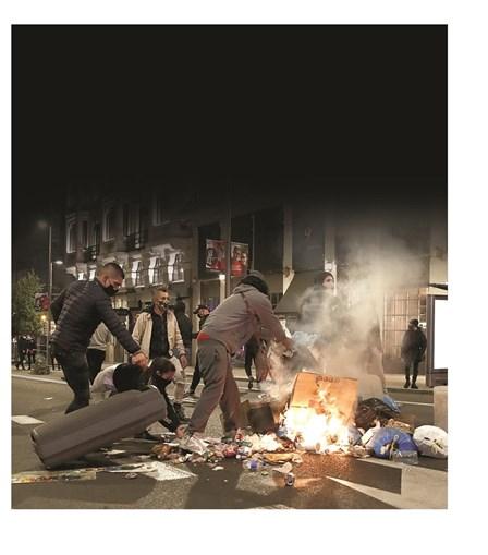 Madrid viveu sábado uma noite de confrontos entre a polícia e os que criticam a política seguida para travar a Covid