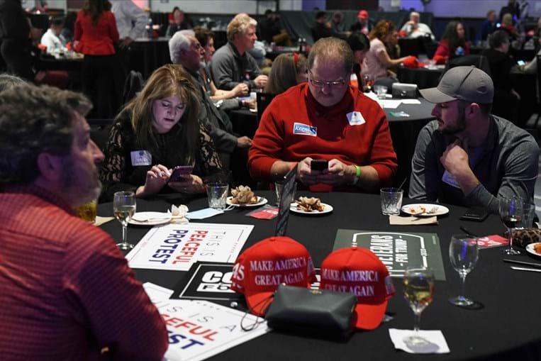 Apoiantes de Donald Trump aguardam a contagem dos votos