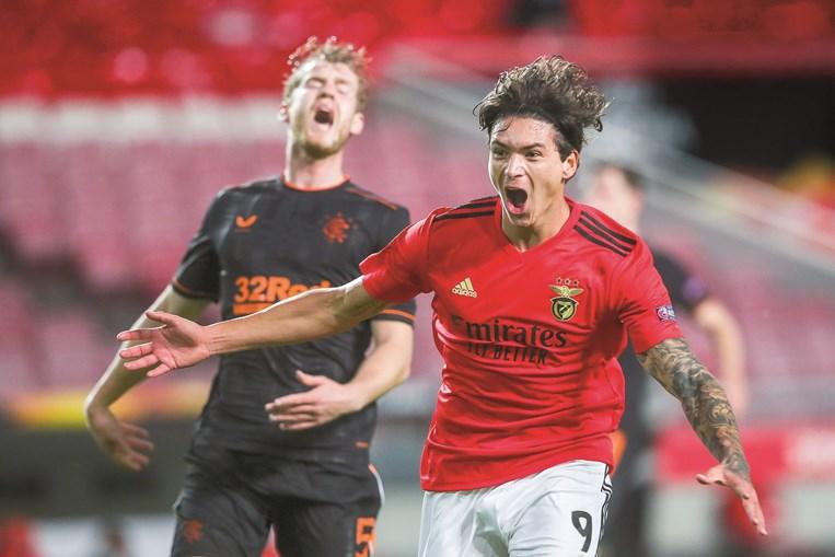 Darwin festeja efusivamente o golo que deu o empate ao Benfica