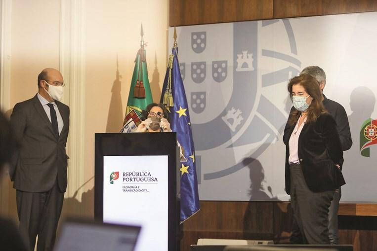 Siza Vieira e Ana Mendes Godinho, ministra do Trabalho, apresentaram as medidas após a aprovação em Conselho de Ministros