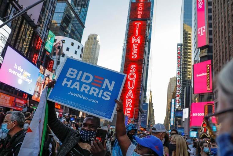 Nova Iorque celebra vitória de Joe Biden como novo presidente dos Eua. Veja as imagens