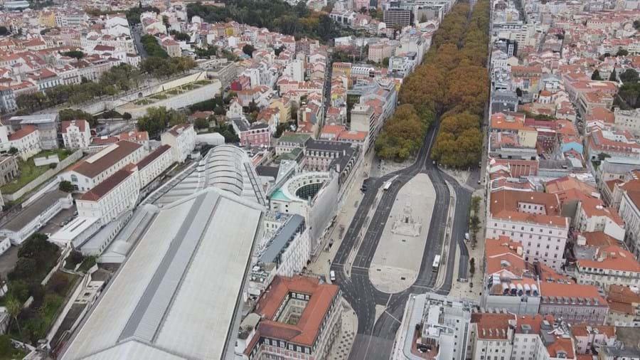Lisboa vazia devido à regra de permanência em casa no fim de semana
