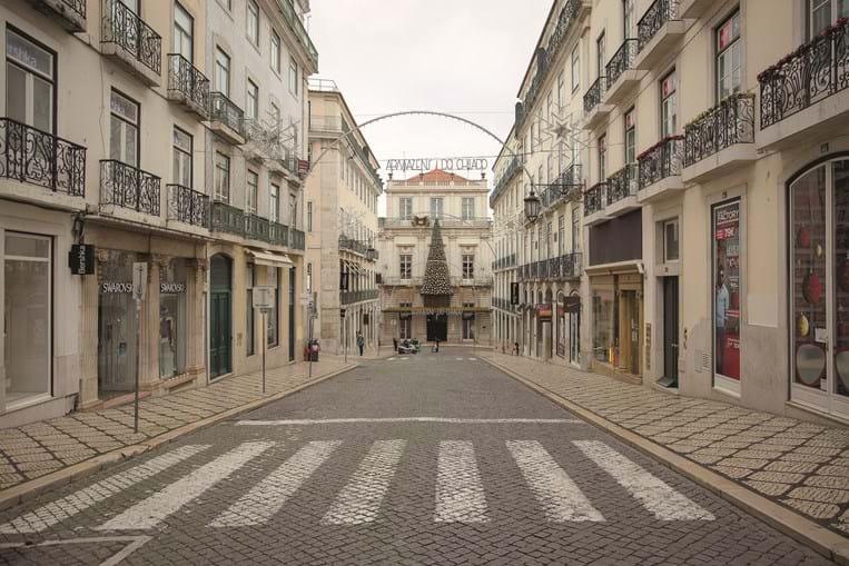 Lisboa deserta devido à regra de permanência em casa no fim de semana