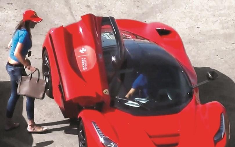 Isabel Sá num encontro da Ferrari em Espanha, em 2016