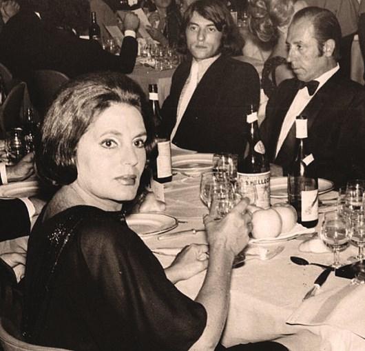 Amália durante um jantar em Roma, no mesmo ano