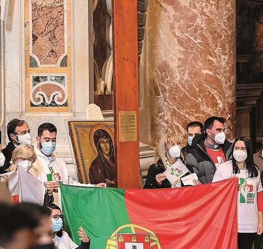 Delegação lusa recebeu cruz e ícone de N. Sra 'Salus Populi Romani'