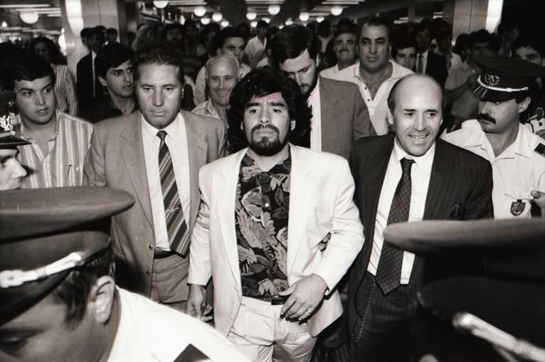 Receção de Maradona no aeroporto da Portela