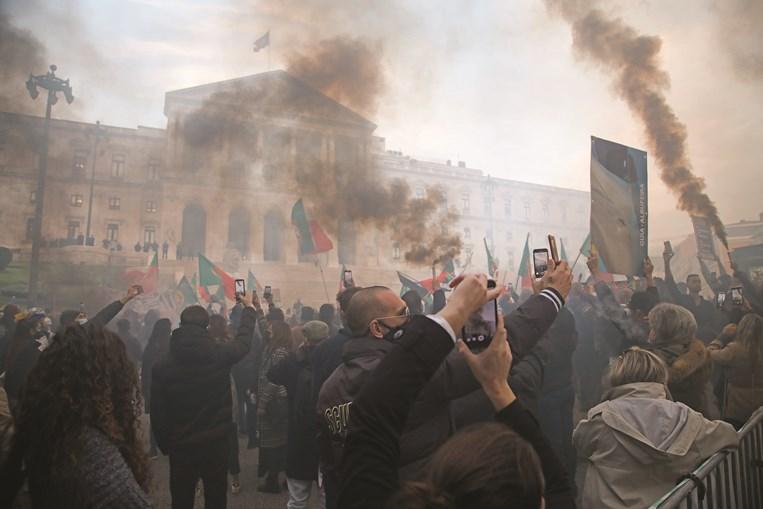 Protesto da restauração junto ao Parlamento em Lisboa