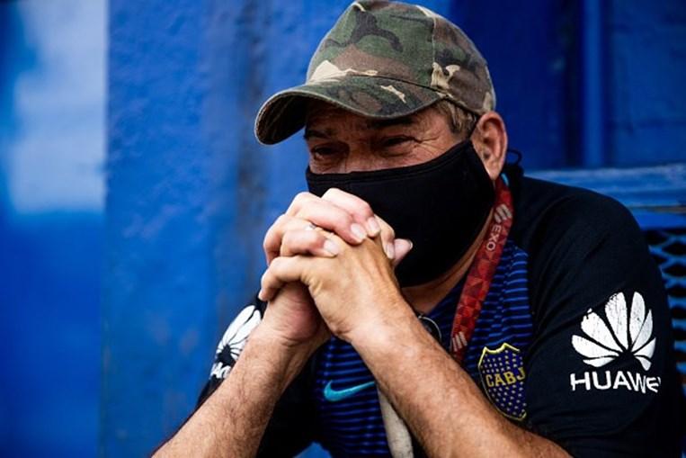 Homenagens a Maradona entre lágrimas de dor e cânticos de alegria numa Argentina em luto