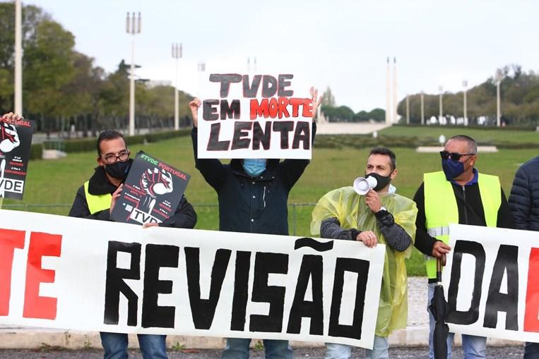 'TVDE em morte lenta': Profissionais da Uber manifestam-se em Lisboa
