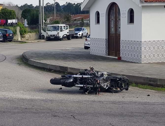 Jovem de 22 anos morre em despiste de mota na Feira