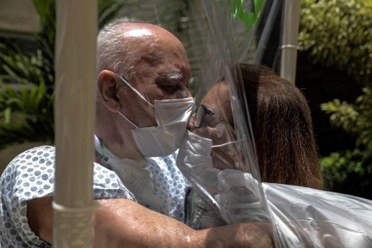 Walter e Marlene em abraço emocionado