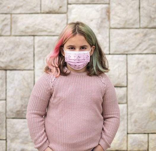 Luana, 7 anos, chora por não poder partilhar o lanche