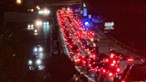 Acidente na A5 junto à estação de serviço de Oeiras provoca longas filas de trânsito no sentido Lisboa - Cascais