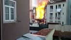 Morador capta momento em que as chamas começam a consumir prédio que desabou em Lisboa