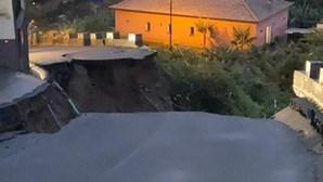 Estrada colapsa na Madeira e provoca cratera gigante