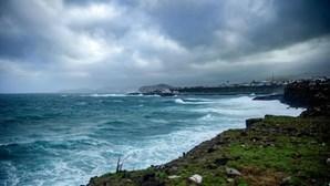 Governo dos Açores vai reforçar medidas em Rabo de Peixe mas afasta cerca sanitária