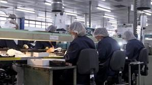 Empresas que mudem do apoio à retoma para layoff têm de registar desistência
