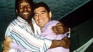 """""""Amo-te, Diego. Um dia, lá no céu, vamos jogar juntos"""": A declaração de amor de Pelé a Maradona"""