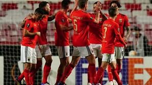 Benfica vence por quatro bolas o Lech Poznan e confirma apuramento para a próxima fase da Liga Europa