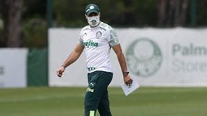 Treinador Abel Ferreira infetado com Covid-19