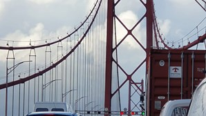 Choque em cadeia condiciona circulação na Ponte 25 de Abril no sentido Almada-Lisboa