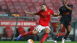 Taarabt regressa ao onze do Benfica para jogo com o Paços de Ferreira