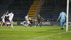 Famalicão consegue empatar frente ao Sporting em jogo polémico e com várias expulsões. Veja os vídeos dos golos