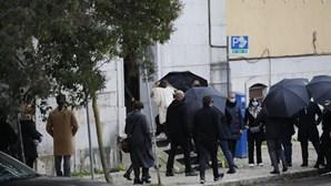 Família e amigos despedem-se de Sara e apoiam clã Carreira na Basílica da Estrela em Lisboa