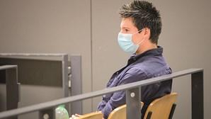 Rui Pinto recusa tirar a máscara para ser identificado por testemunha durante julgamento