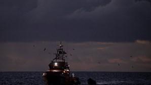 Uma centena de migrantes resgatados ao largo das Canárias