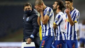Pepe com queixas na perna direita e Corona sofre hematoma junto ao olho