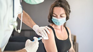 Pessoas com reações alérgicas graves não devem tomar a vacina contra a Covid-19 daPfizer, alertam especialistas