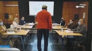 Homem invade reunião e fere autarcas à cajadada em Abrantes
