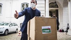 """Tino de Rans diz-se """"candidato do povo"""" com gabinete """"na rua"""" ao oficializar candidatura à presidência"""