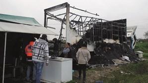 Incêndio destrói 'casa' a casal de feirantes e neto em Abrantes