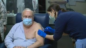 Fernando Nolasco foi o primeiro profissional de saúde a ser vacinado contra a Covid-19 no Hospital Curry Cabral em Lisboa
