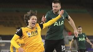 Lobos lusos empatam com equipa de Mourinho