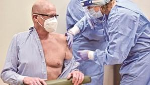 Médicos fazem apelo dramático para vacinar idosos contra a Covid-19