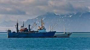 Barco de pesca russo naufraga no Mar de Barents. Há 17 desaparecidos